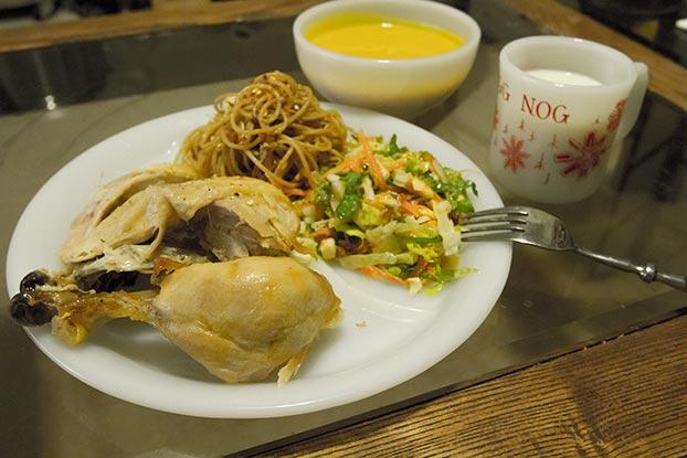 ファイヤーキングのレストランウェア、ホワイト3コンパートメントプレート、チリボウルにエッグノッグのチャイルドマグ