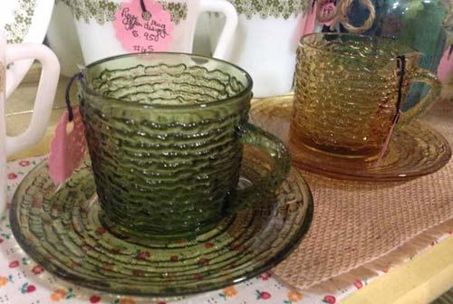 ファイヤーキングソレノ、アボカドグリーンのティーカップとソーサー